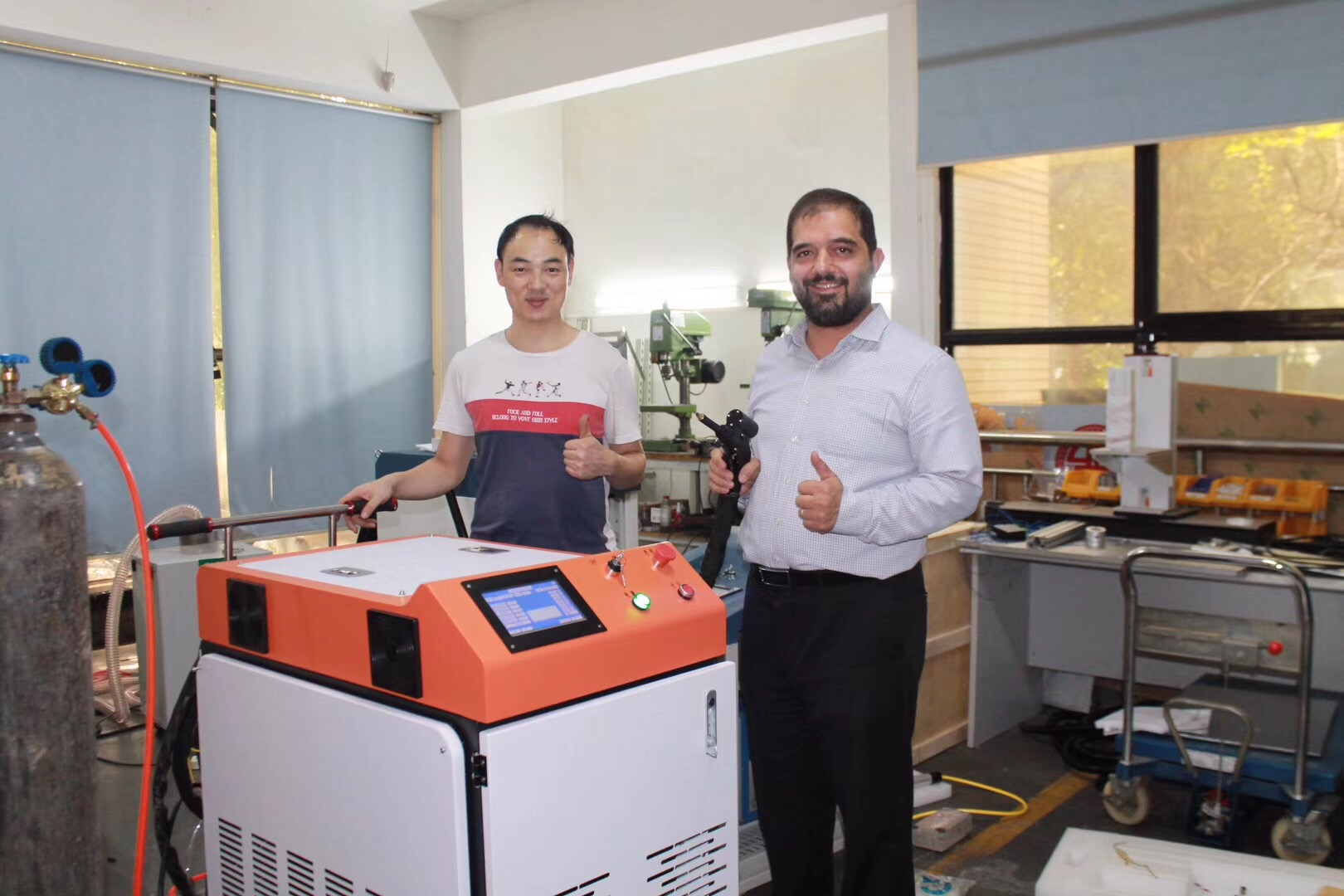 news-Our Mid-East Custemor has the high appreciate with our Handheld Fiber Laser Welding Machine-QUE